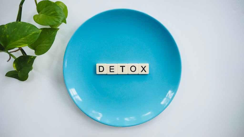blue bowl with detox written on it